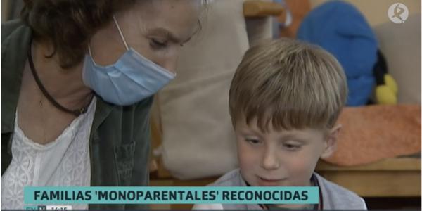 La Asamblea de Extremadura ha instado a la Junta a crear un Título de Familia Monoparental.